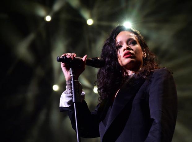 Rihanna'da Sürprizler Bitmiyor