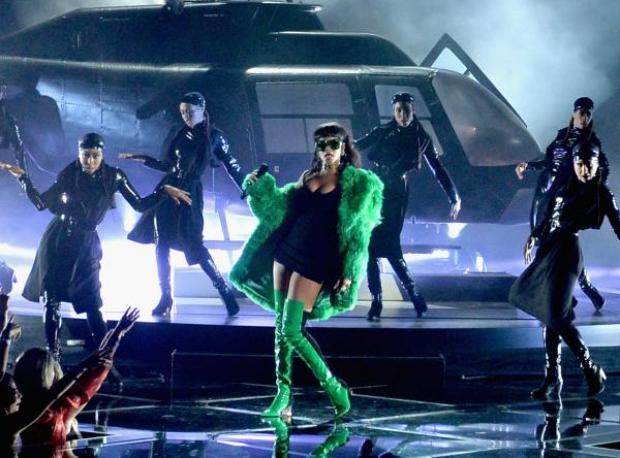 Canlı Performans: Rihanna