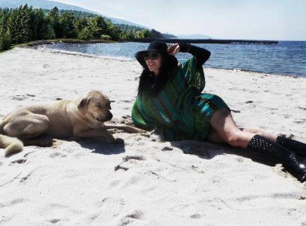 'Beach' Aldı Poz Verdi
