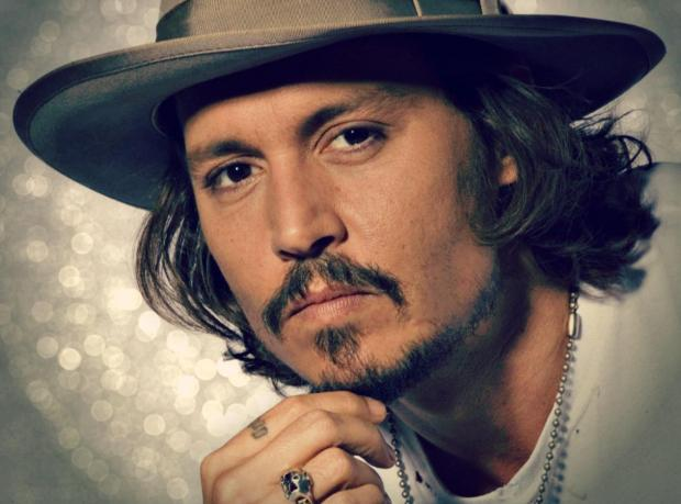 Johnny Depp Ara Veriyor