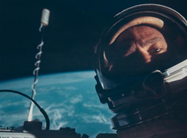 İlk Uzay Selfie'si Açık Arttırmada
