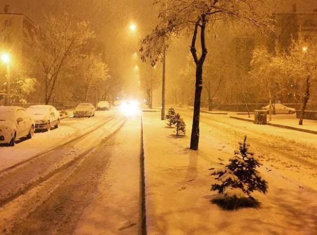 Mayıs'a 9 Gün Kala Lapa Lapa Kar Yağdı!