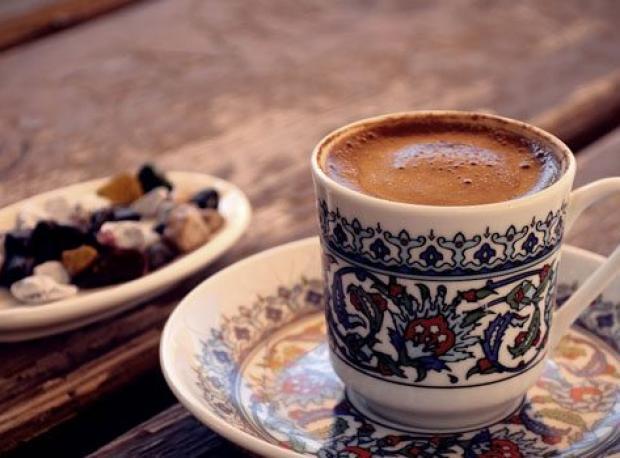 İki Fincan Kahve Şart!
