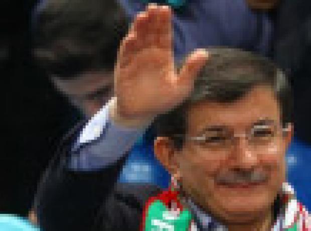 Davutoğlu: Ulusalcılar hilali bayraktan ayırmak istedi