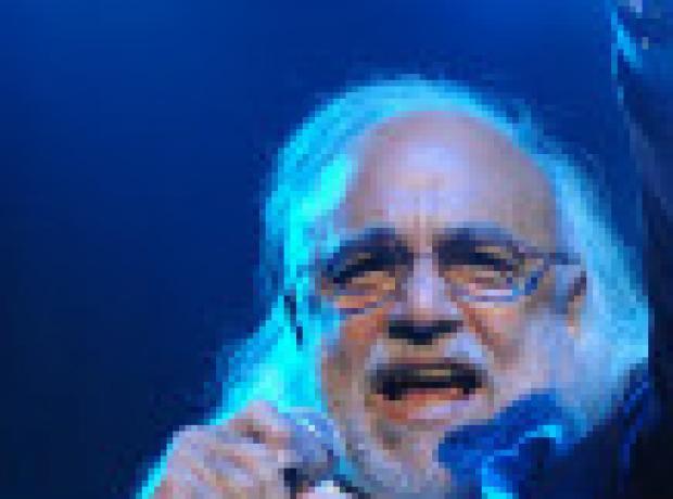 Yunan şarkıcı Demis Roussos öldü