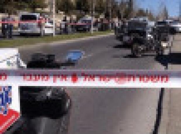 Kudüs'te bir Filistinli aracını polisin üstüne sürdü