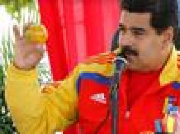 Venezuela liderine mango fırlatan kadın evine kavuştu