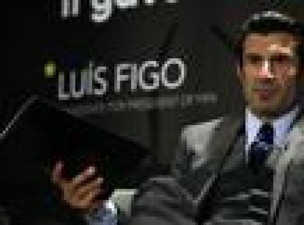 Figo FIFA başkanlık yarışından çekildi