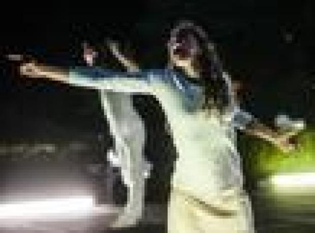 Mezarlıkta dans olur mu?