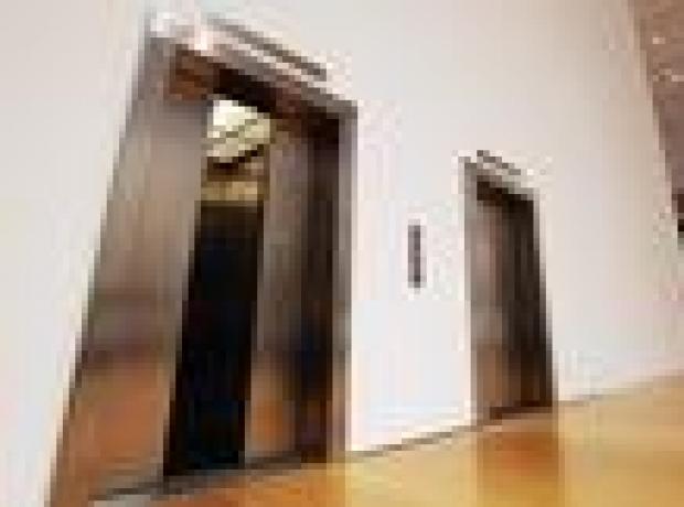 Japonya asansörlere karton klozet yerleştirilmesini tartışıyor