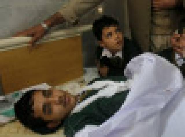 Taliban Pakistan'da onlarca öğrenciyi öldürdü