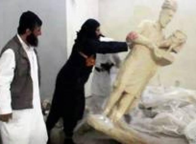 IŞİD militanları Musul Müzesi'nde heykelleri parçaladı