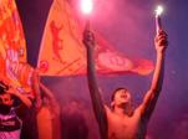 Galatasaray şampiyonluğu ve 4 yıldızı kutluyor