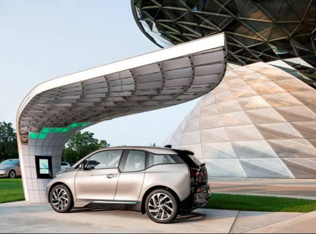 BMW Petrole İhtiyacı Bitirecek!
