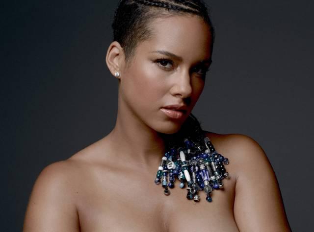 Alicia Keys'in Barış Pozu