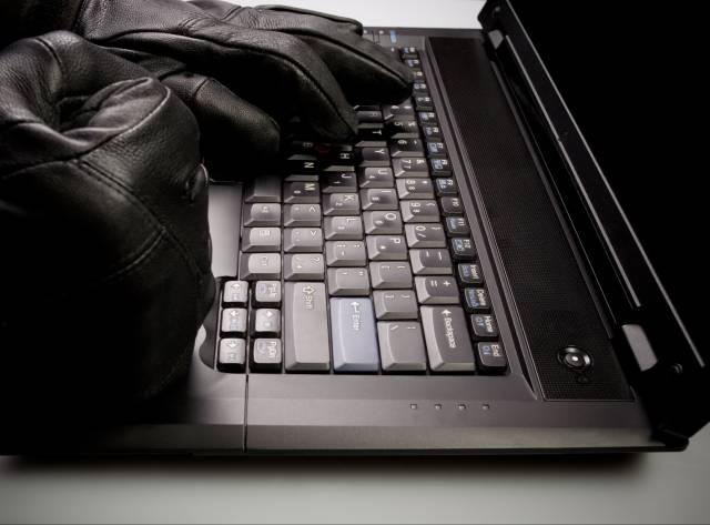 Hacker'lar Bizi de mi İzliyor?