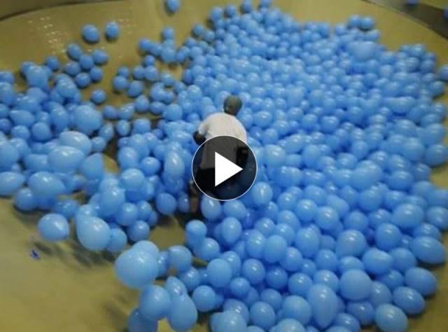 Balonlar Arasında Kaykay Yapmak