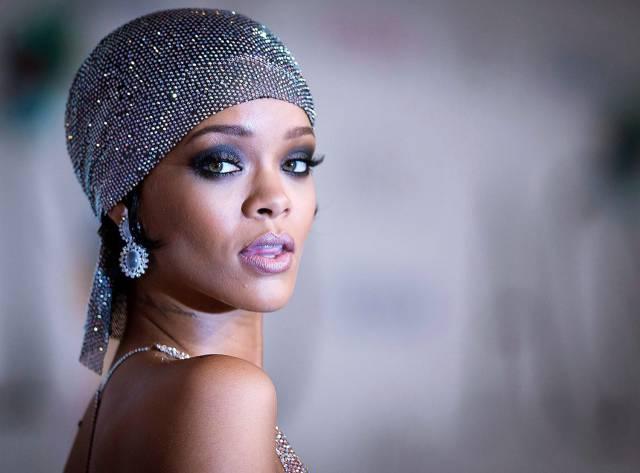 """Rihanna'ya İmza Verdim"""