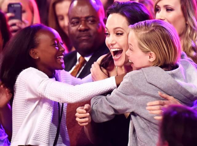 Jolie ve Kızları Havalara Uçtu!