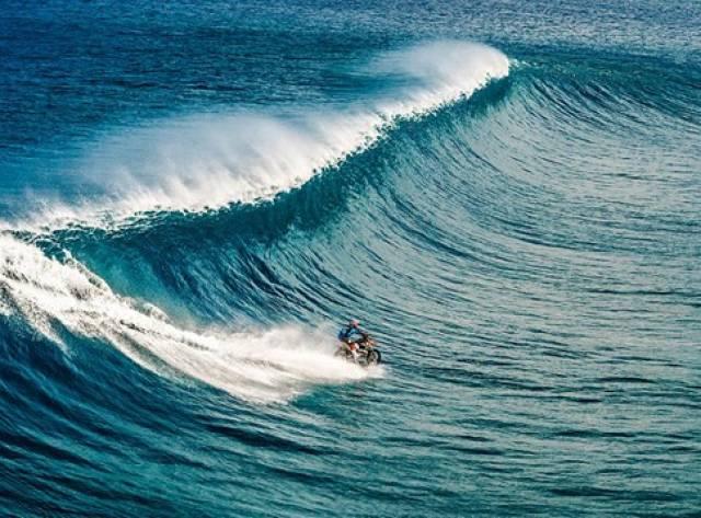 Motosikletle Sörf Yaptı!