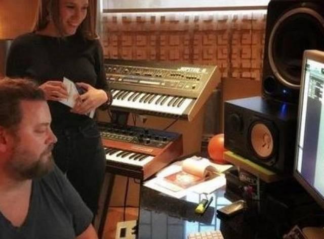 Serenay Sarıkaya Stüdyoda
