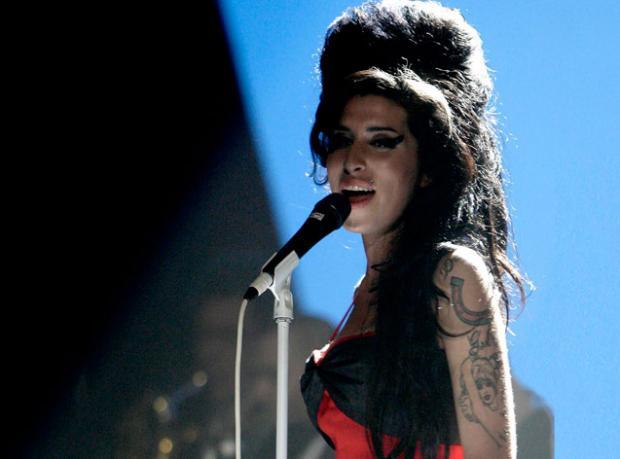 Amy Winehouse'un Heykeli Dikiliyor