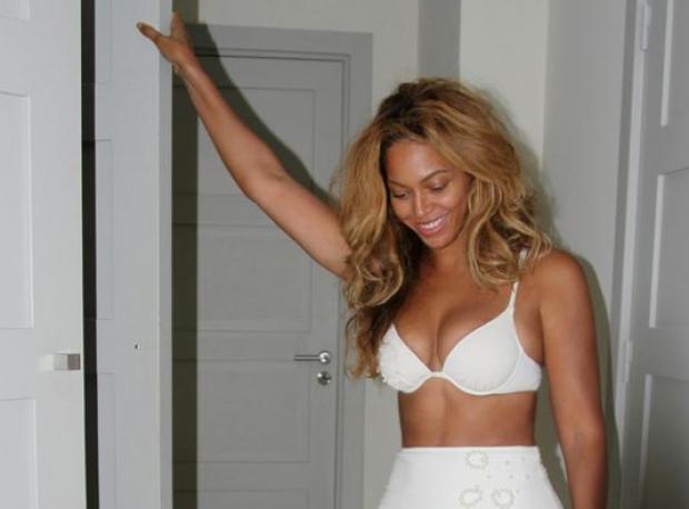 Bikinili Fotoğraflarını Yayınladı