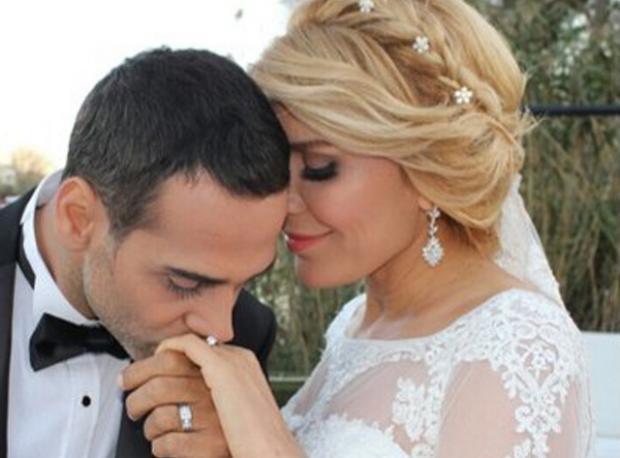 Ünlü Şarkıcı Evlendi!