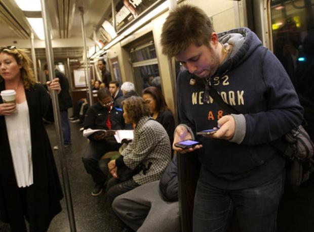 Metroda Cep Telefonu Nasıl Çalınır?