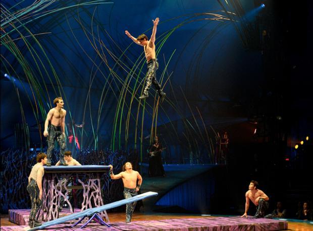 Adamlar Uçuyor!