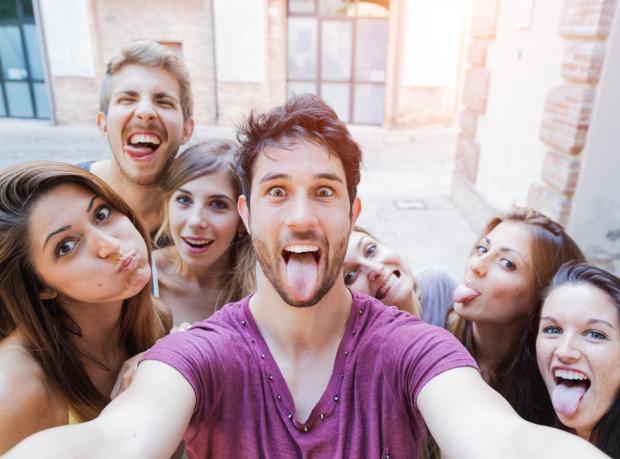 Selfie Çekenler Bitleniyor