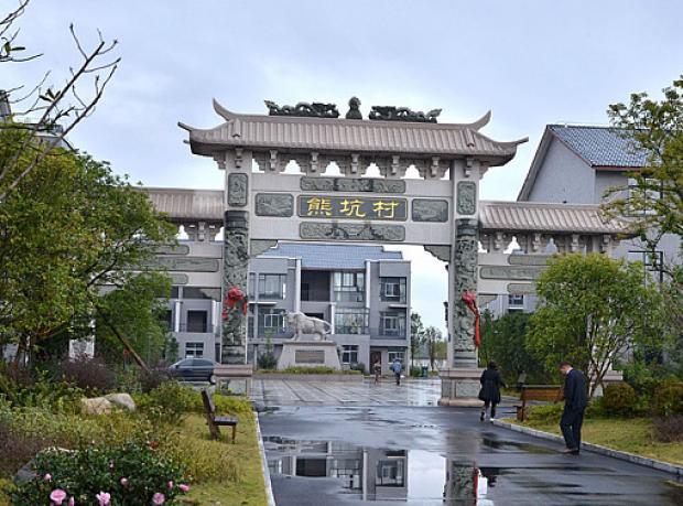 Çinli Milyoner Köyüne Geri Döndü