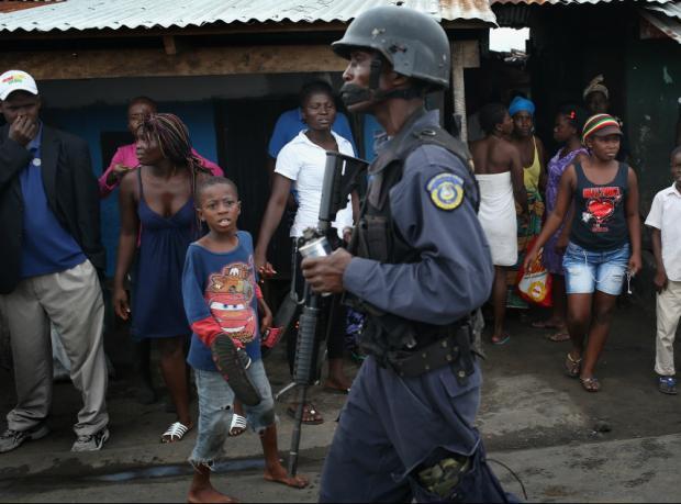 Liberya: Karantinayı protesto edenlere ateş açıldı