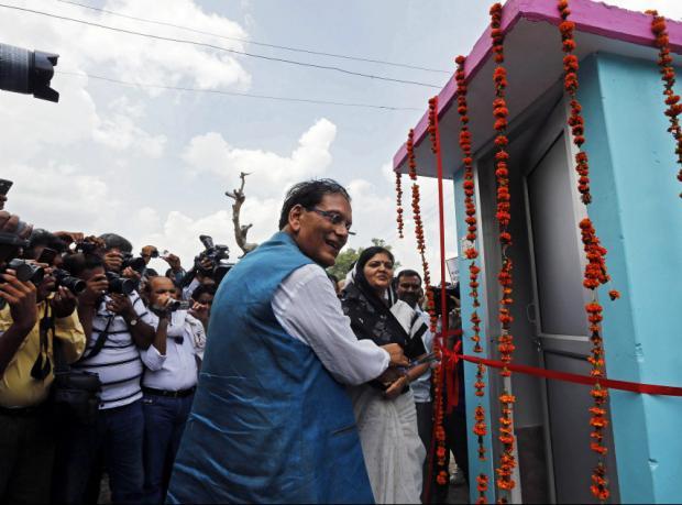 Hint kızların öldürüldüğü köye tuvalet bağışı