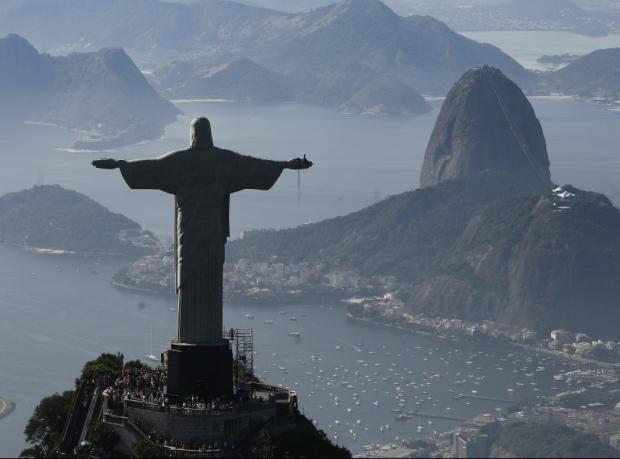 Rio'da başpiskopos sokakta soyuldu