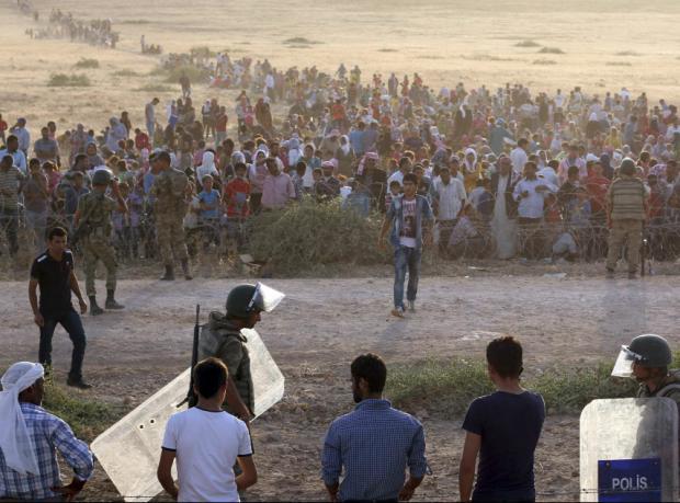 Türkiye, IŞİD'den kaçanlara sınırı açtı