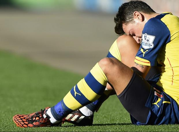 Arsenal'de eleştirilerin hedefi Mesut Özil