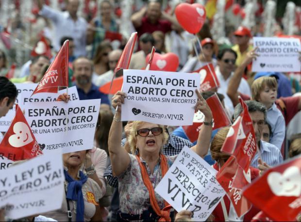 İspanya kürtaj yasağından vazgeçti, bakan istifa etti