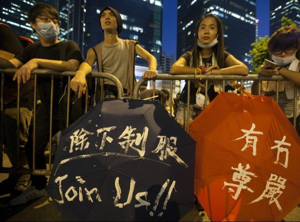 Hong Kong: On binlerin protestosu sürüyor