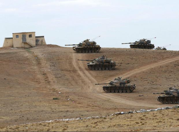 Zırhlı araçlar Suriye sınırına yerleşti