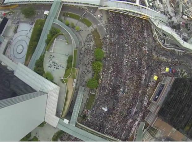 Hong Kong'daki protestoların havadan görünümü