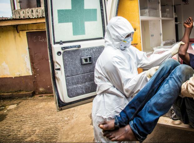 Ebola'nın yetim bıraktığı çocuklar terkediliyor