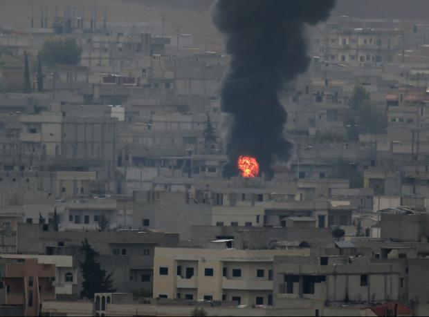 Kobani'ye havadan silah yardımı