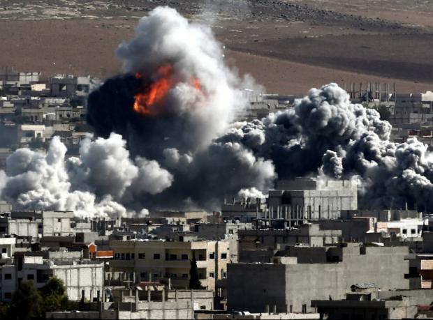 IŞİD Kobani'nin merkezini bombaladı