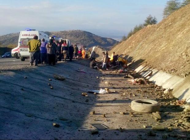 Isparta'da kaza: 15 ölü, 27 yaralı