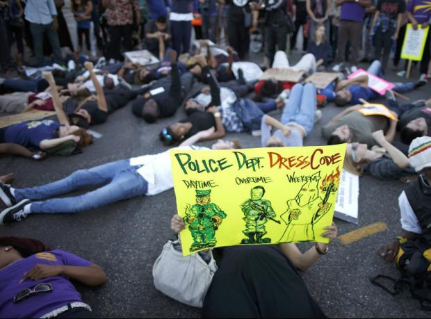 Michael Brown'un ailesi: Polis yaramıza tuz basıyor