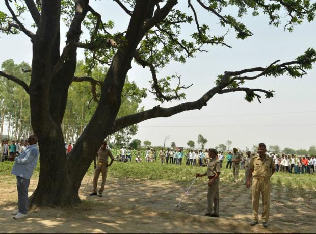 Hindistan'da adli tıp 'Tecavüz değil intihar' dedi