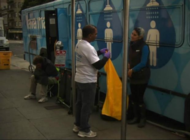 """San Francisco'daki evsizlere """"otobüs-duş"""""""
